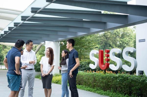 Sinh viên có thể tham gia các chương trình học bổng hấp dẫn tại Singapore University of Social Sciences