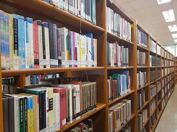 Thư Viện Trường ĐH Chongshin với hàng nghìn đầu sách quý