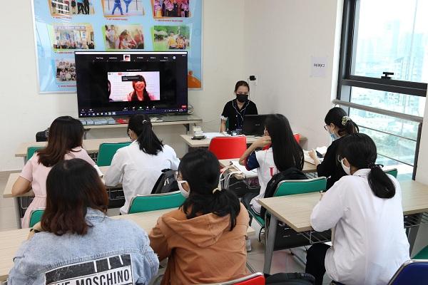 Buổi triển lãm du học Hàn Quốc để tìm hiểu về các điều kiện nhập học.