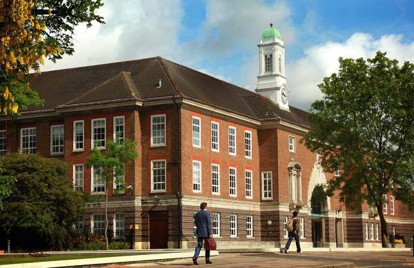 Đại học Middlesex là một trong những trường liên kết hàng đầu với Học viện STEi