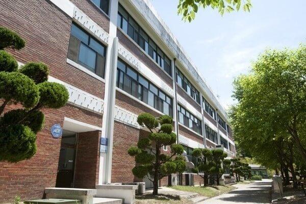 Khu giảng đường Đại Học Khoa Học & Sức Khỏe Chungbuk