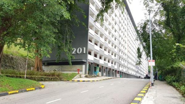 Khu ký túc xá nằm trong khuôn viên trường Kinh doanh Lee Kong Chian