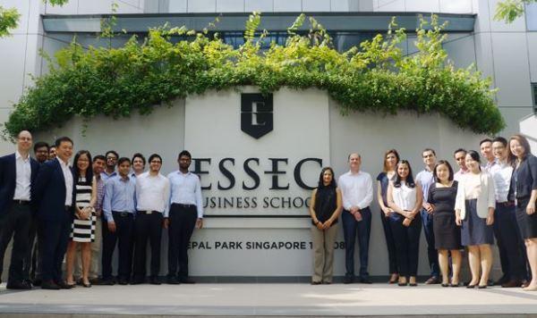 Sinh viên có thể tham gia nhận học bổng hấp dẫn tại trường Kinh doanh ESSEC