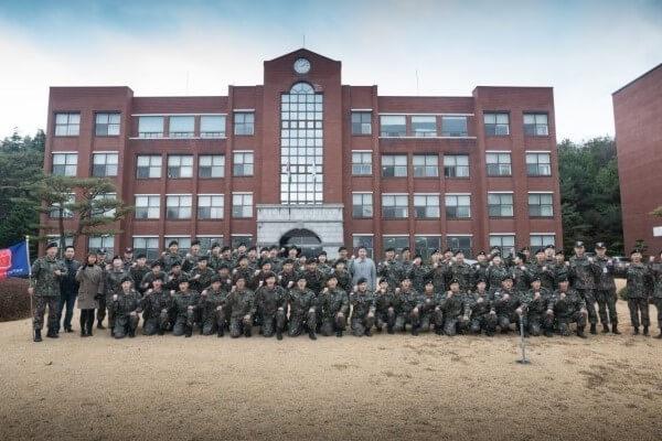 Sinh viên của trường trước ngày nhập ngũ