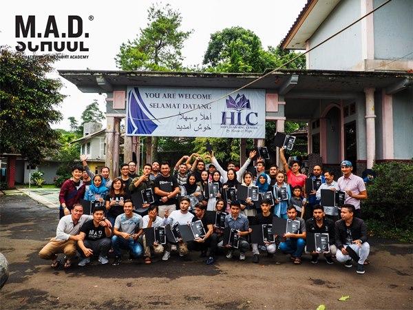 Sinh viên trường MAD nhận bằng chứng nhận khóa học