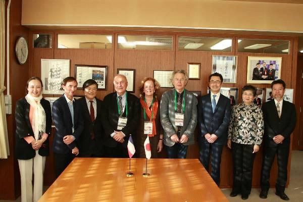 Đại học Yamanashi hiện hợp tác với nhiều đại học danh tiếng