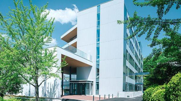 Hijiyama University với lịch sử phát triển hơn 27 năm