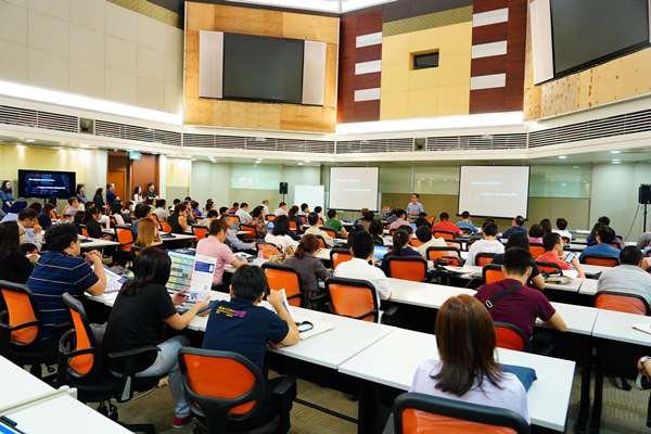 Trường chuyên đào tạo khoa học hệ thống