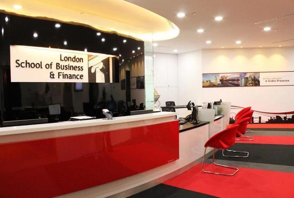 London School of Business and Finance Singapore đào tạo từ năm 2010