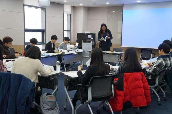 Lớp học tại Viện Khoa học Công nghệ Daegu Gyeongbuk