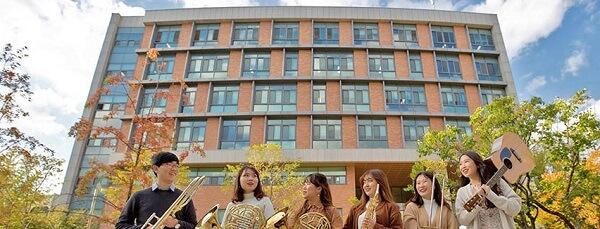 Sinh viên Đại học Sư phạm Quốc gia Seoul