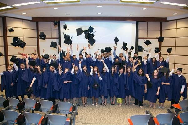 Sinh viên trường tốt nghiệp