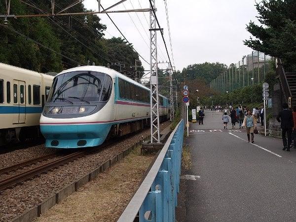 Trạm tàu điện gần khu vực ký túc xá