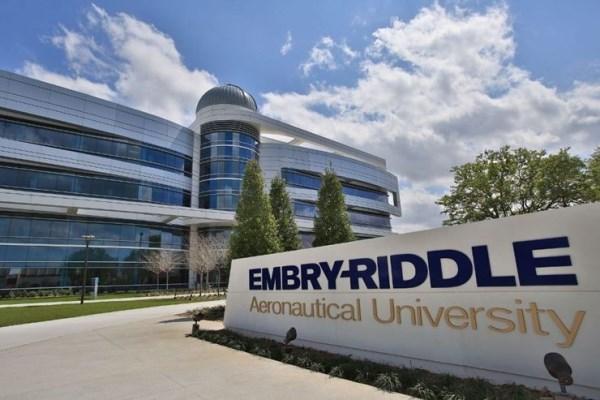 Trường được hỗ trợ từ trường Hàng không Embry-Riddle Hoa Kỳ