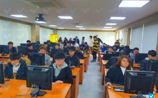 Buổi thực hành tại lớp của sinh viên