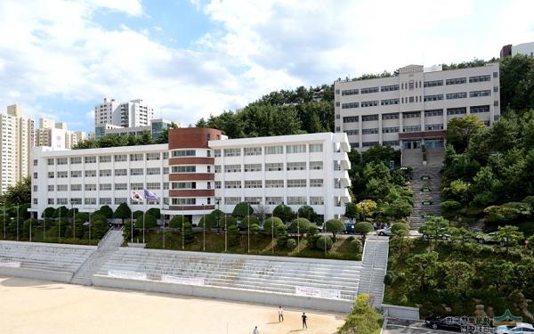 Sân vận động trường