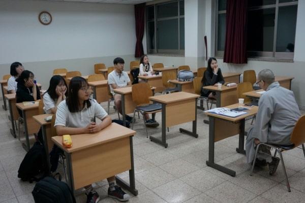 Một giờ học tại đại học Joong-Ang Sangha