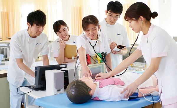 Sinh viên ngành điều dưỡng