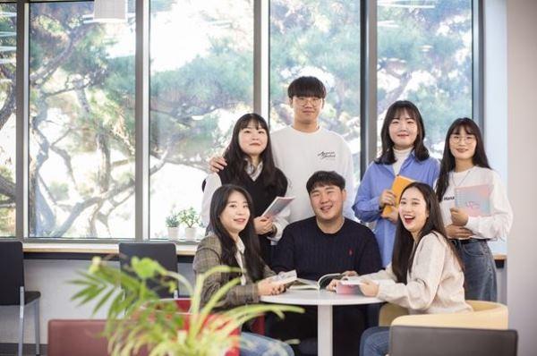 Sinh viên ngành học Tuổi trẻ tại đại học Thần học Baptist Hàn Quốc