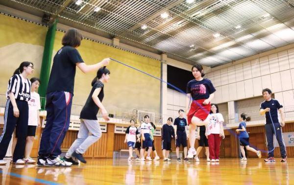 Sinh viên tham gia hoạt động thể thao