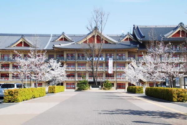 Tenri University với lịch sử hơn 96 năm