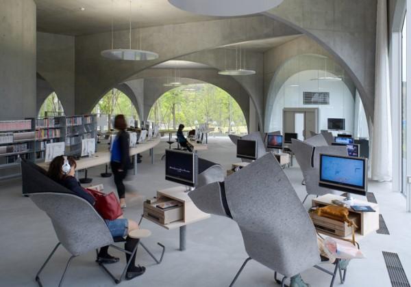 Thư viện trường với lối kiến trúc độc đáo