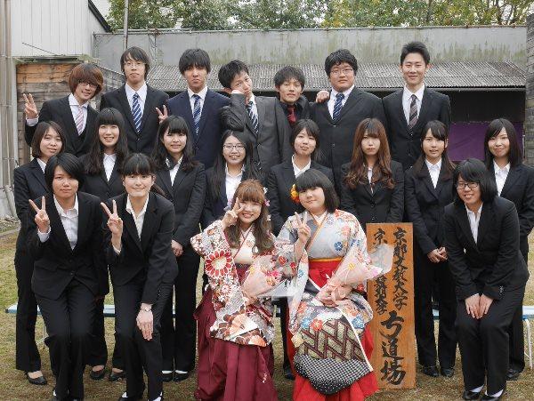 Các bạn sinh viên tham gia lễ tốt nghiệp