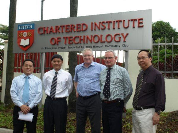 Cùng tham khảo thông tin chi tiết về học viện Công nghệ Chartered nhé!