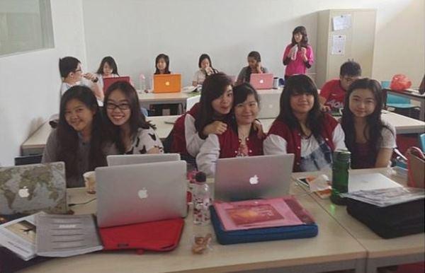 Lớp học được trang bị thiết bị hiện đại