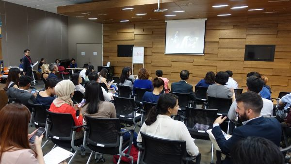 Một buổi giao lưu tại học viện SHRI với các chuyên gia trong ngành
