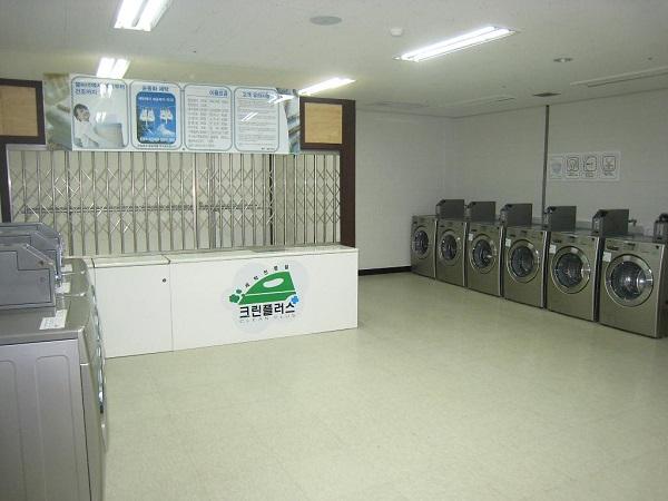 Một phòng giặt tại ký túc xá Woongji Accounting & Tax College