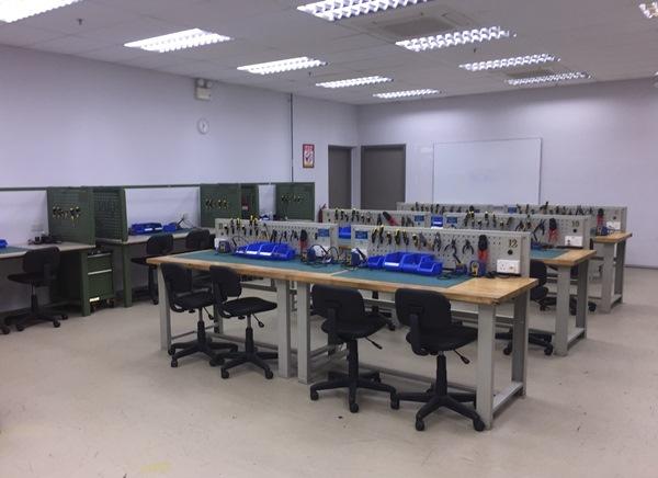 Phòng thực hành kỹ thuật tại cao đẳng Đào tạo Vận tải Hàng không Singapore