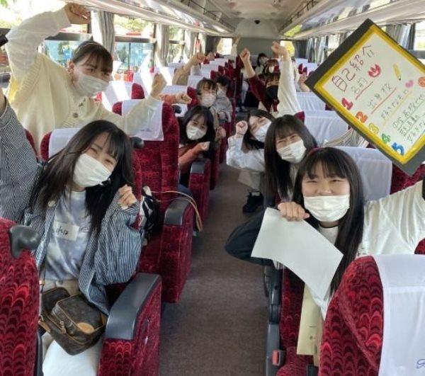 Sinh viên đại học Sakushin Gakuin tham gia hoạt động ngoại khóa