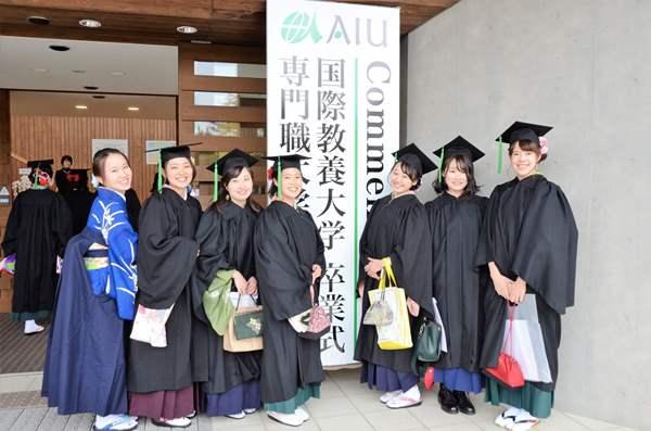 Sinh viên đại học Quốc tế Akita tham dự lễ tốt nghiệp