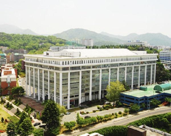 Tòa nhà chính của trường Cao học Y Tế Công Cộng Hàn Quốc