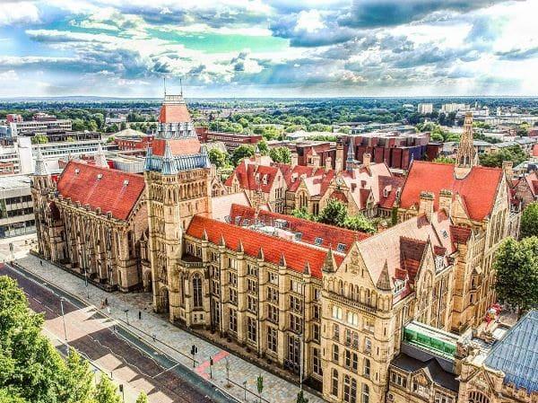 Trường được hỗ trợ bởi Đại học Manchester nổi tiếng
