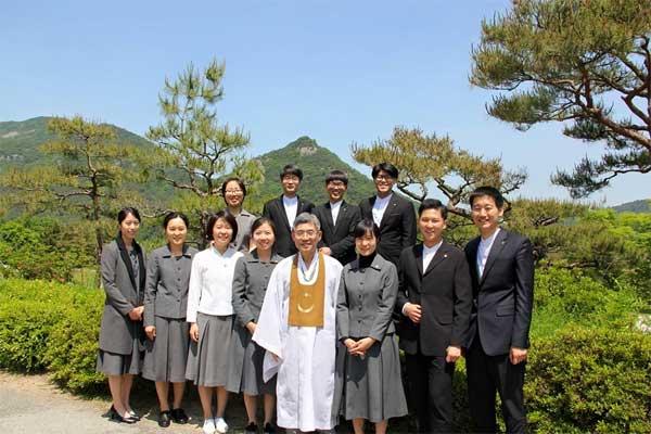 Giảng viên và sinh viên trường Phật giáo Youngsan