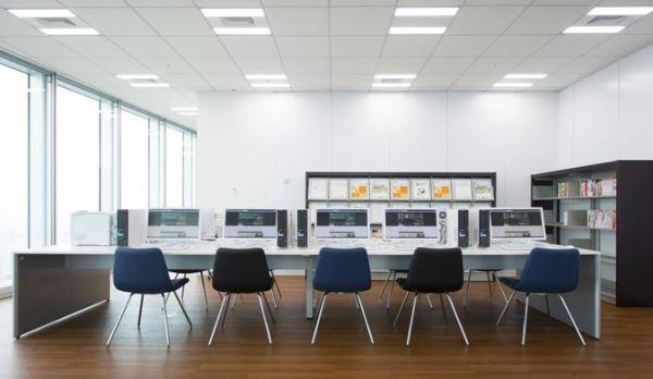 Cơ sở vật chất một phòng học tại cơ sở Abeno Harukas thuộc đại học Hannan