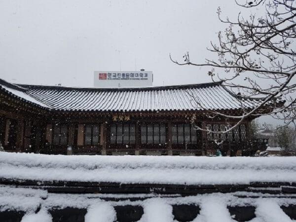 Khung cảnh mùa đông của trường Đại học di sản văn hóa quốc gia Hàn Quốc