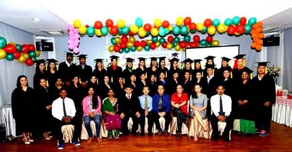 Lễ tốt nghiệp tại trường