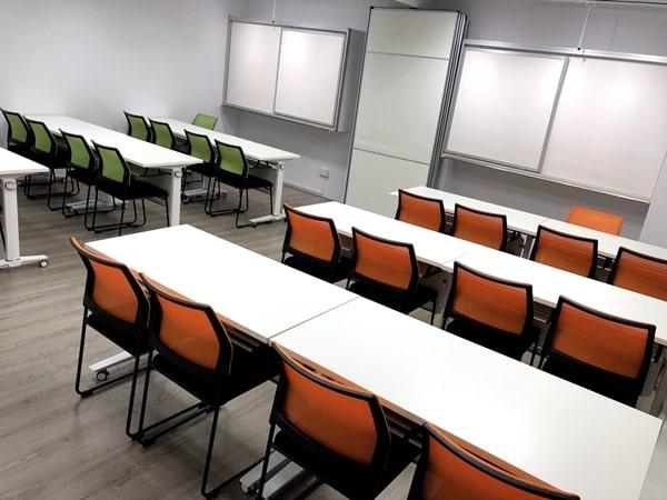 Phòng học hiện đại và rộng rãi tại học viện AccTrain Singapore