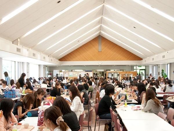 Sinh viên được hỗ trợ sinh hoạt tại ký túc xá của đại học Keisen