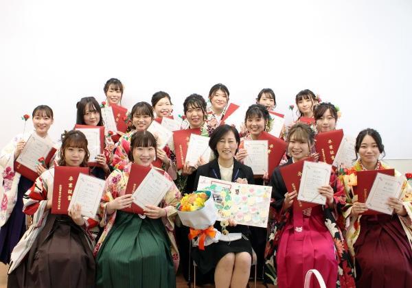 Sinh viên trường trong lễ tốt nghiệp